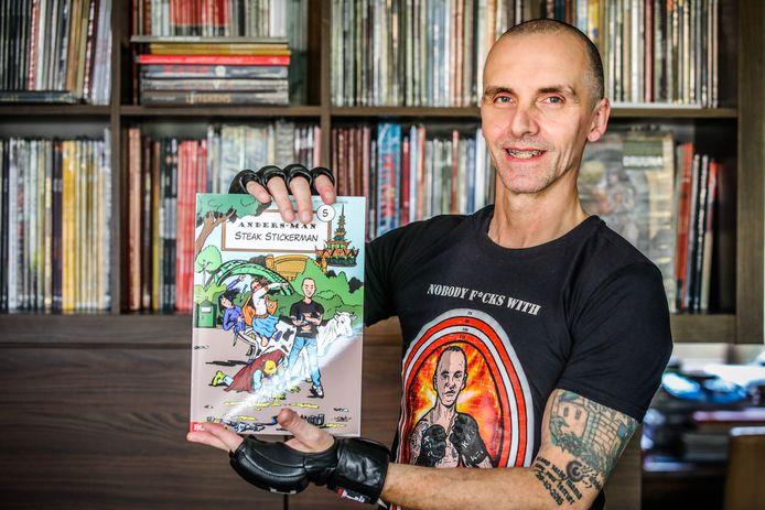 Michel De Stickere stelt zijn gloednieuwe strip voor.