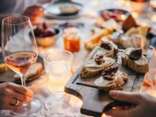 'Doe gezellig, neem een wijntje': hoe je omgeving je dieet saboteert