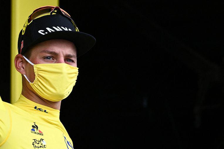 Mathieu van der Poel in zijn gele trui, na de vierde etappe.  Beeld AFP