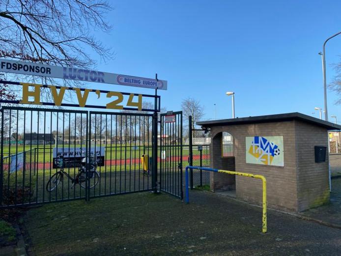 HVV'24 - Hoeven werd na twintig minuten gestaakt na een ernstige blessure van Cyriel van der Veen.