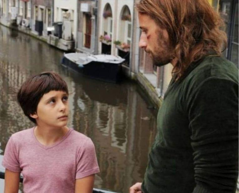 'Matthias hielp me bij het acteren, ik beschouwde hem als mijn grote broer op de set.'  Foto: De 12-jarige Jäger met Matthias Schoenaerts in de film 'My Queen Karo' uit 2009 Beeld