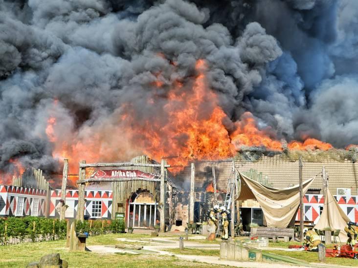 Zeer grote brand op vakantiepark Beekse Bergen: hoofdgebouw uitgebrand, sein brand meester gegeven