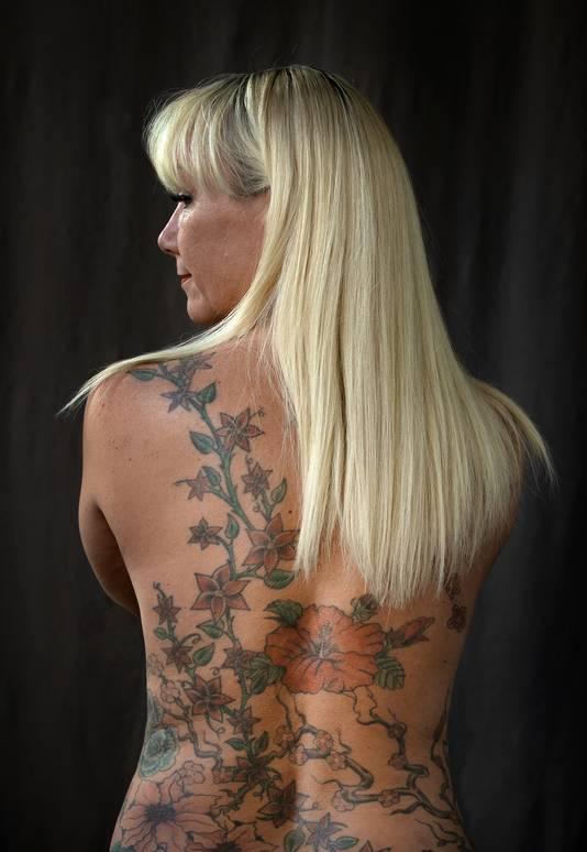 """Janet Kranenburg showt haar rug. ,,Mijn eerstvolgende tattoo? Hans."""""""