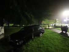 Beschonken bestuurder (26) zonder rijbewijs ramt verkeersborden en eindigt in greppel in Nunspeet