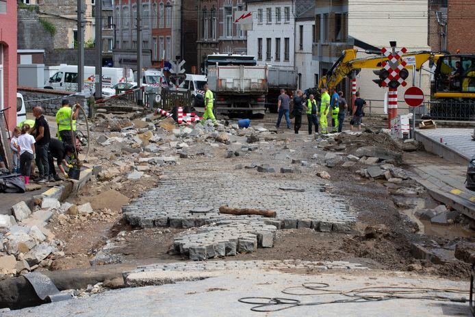 Le centre de DInant (Namur), ravagé par les intempéries