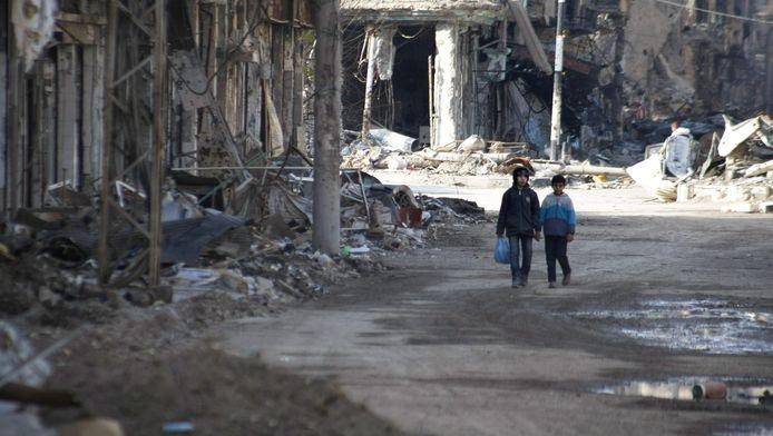 Kinderen in een verwoest gebied in Syrïe.