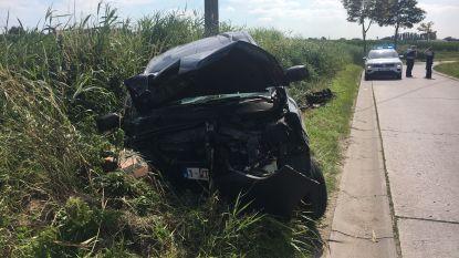Automobilist zwaargewond na duik in gracht met bestelwagen in Deerlijk