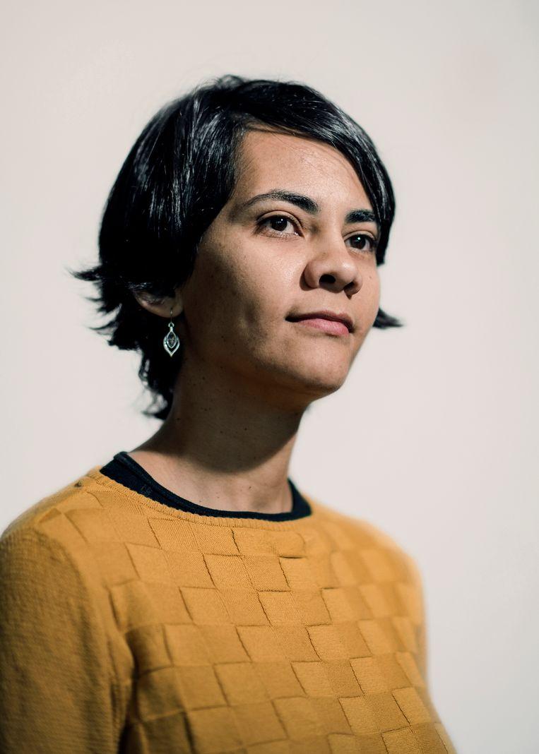 Beleidsmedewerkster Rina Rabau: 'In de media worden Afrikanen altijd voorgesteld als slachtoffers. Maar Afrika heeft ook sterke schrijvers, filosofen, kunstenaars en wetenschappers voortgebracht.' Beeld Tim Coppens