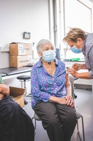 """Koppel van 97 en 84 meldt zich als proefpersoon voor nieuw vaccin in UZ Gent: """"We hebben tijd genoeg en zijn kerngezond. Dus waarom niet?"""""""