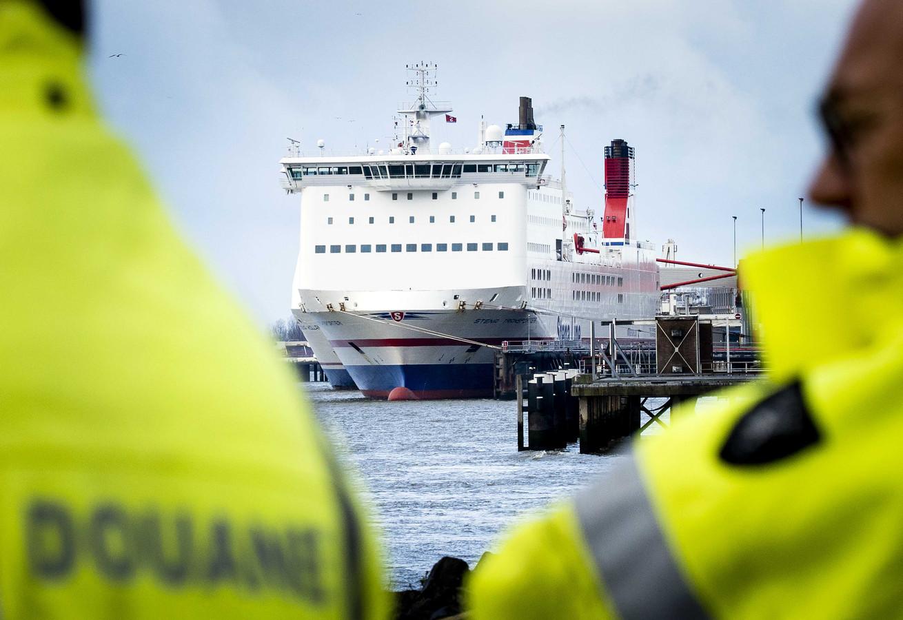 Douane bij een ferry naar het Verenigd Koninkrijk.