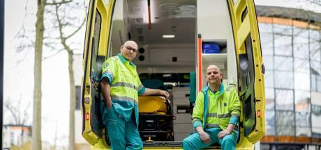 Twentse ambulancebroeders Steven en Jeroen staan in de vuurlinie: 'Maar de supermarkt is enger'