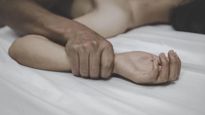Vrouw met sjorbanden vastgebonden aan bed, maar volgens ex was van verkrachting geen sprake