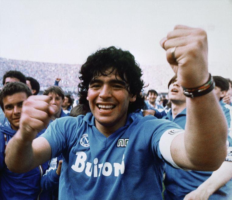 Maradona viert de titel met Napoli in 1987. Beeld Meazza Sambucetti/AP/Shutterstock