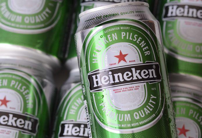 De Kortrijkzaan gaf na de diefstal van blikjes bier een winkelbediende zelfs een vuistslag.