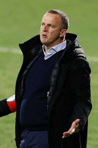 """John van den Brom: """"Ik heb niet het gevoel dat het resultaat tegen Beerschot bepalend is voor mijn toekomst"""""""