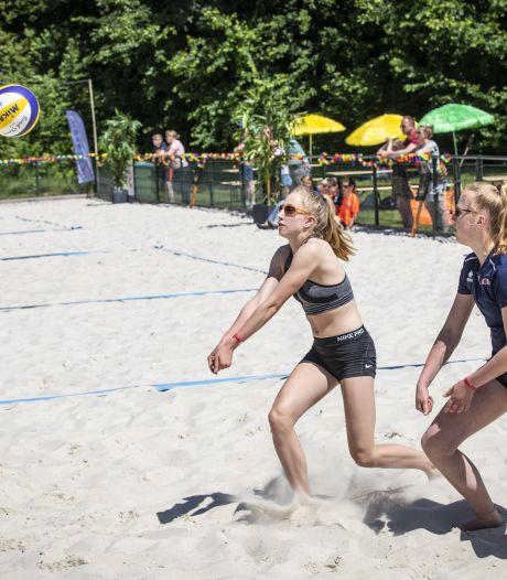 Gigasnelle beachvolleybalvariant in Oldenzaal moet jongens inspireren: 'Dit toernooi is echt een enorme boost voor Pollux'