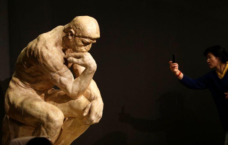 'De denker' van de Franse beeldhouwer Auguste Rodin. Beeld REUTERS