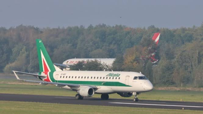 Eerste van vijf cityhoppers alsnog geland op Twente Airport, mist bijna weer spelbreker