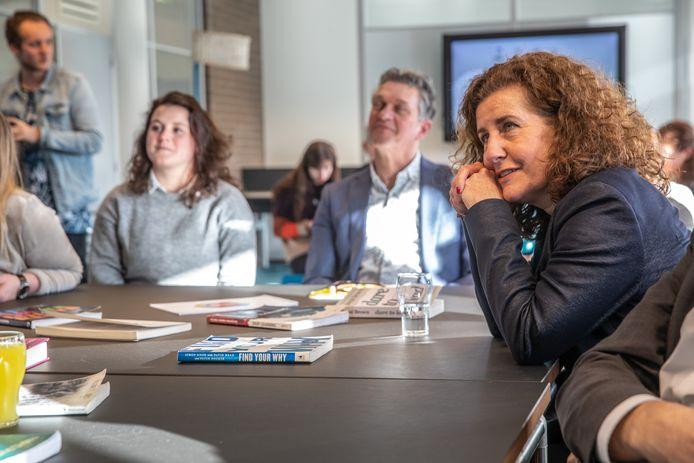 Minister Van Engelshoven bezoekt hogeschool Windesheim.
