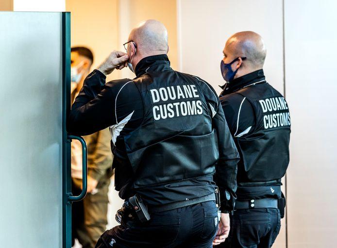 De douane van Rotterdam The Hague Airport betrapte de reiziger met de koffer vol hasj. Foto ter illustratie.