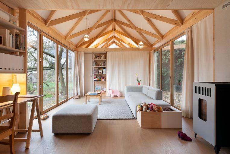 De compacte leefruimte, met achter het gordijn de slaapkamer.  Beeld Marie-Noëlle Dailly