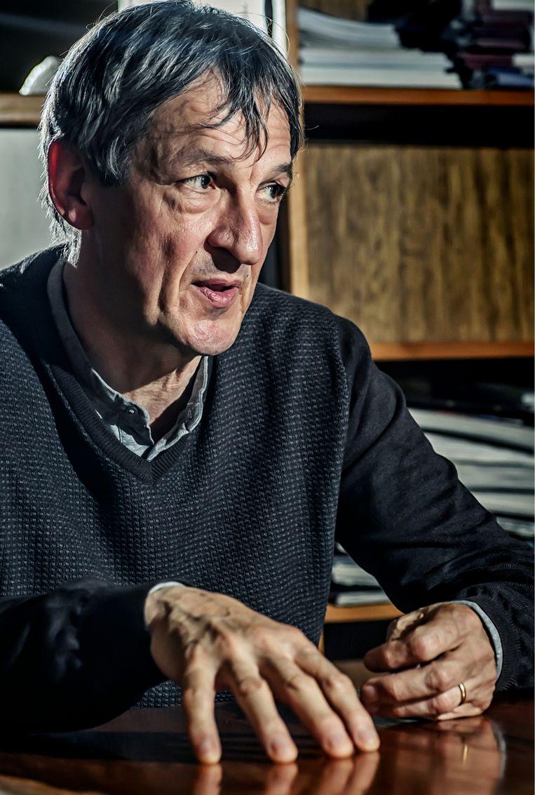 Paul Verhaeghe: 'In tijden van onzekerheid willen we dicht tegen elkaar aanschurken. Als dat niet kan, neemt de angst toe'  Beeld