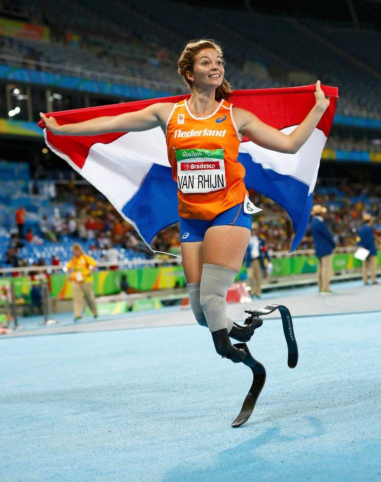 Marlou van Rhijn na het winnen van de 100 meter in Rio. Beeld Photonews