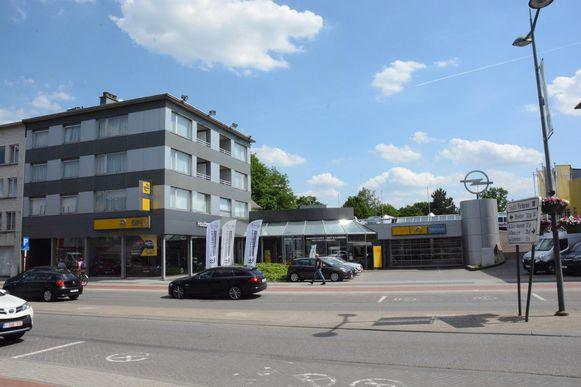 De garage in de Oude Zandstraat sloot gisteren officieel de deuren.