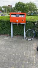 Een dildo aan de brievenbus in de Gerard Noodtstraat.