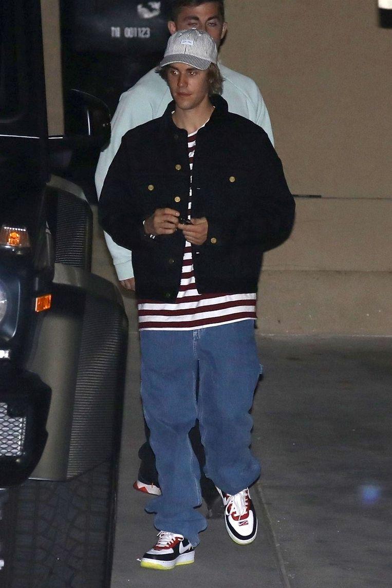 Even later vertrekt ook Justin, in een aparte wagen.