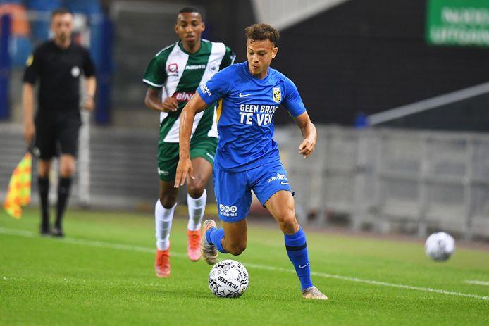Julian von Moos van Vitesse tijdens de wedstrijd tegen Lommel SK.