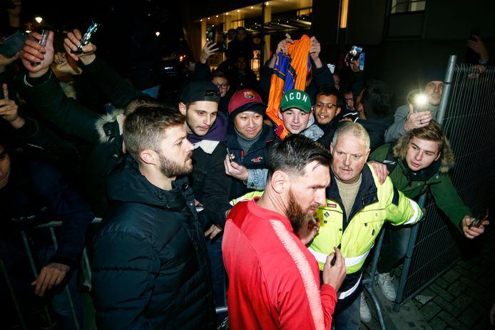 Lionel Messi heeft het er maar druk mee.