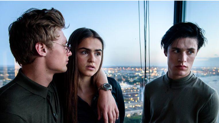 Jonas Smulders, Olivia Lonsdale en Gijs Blom in Silk Road van Mark de Cloe Beeld x