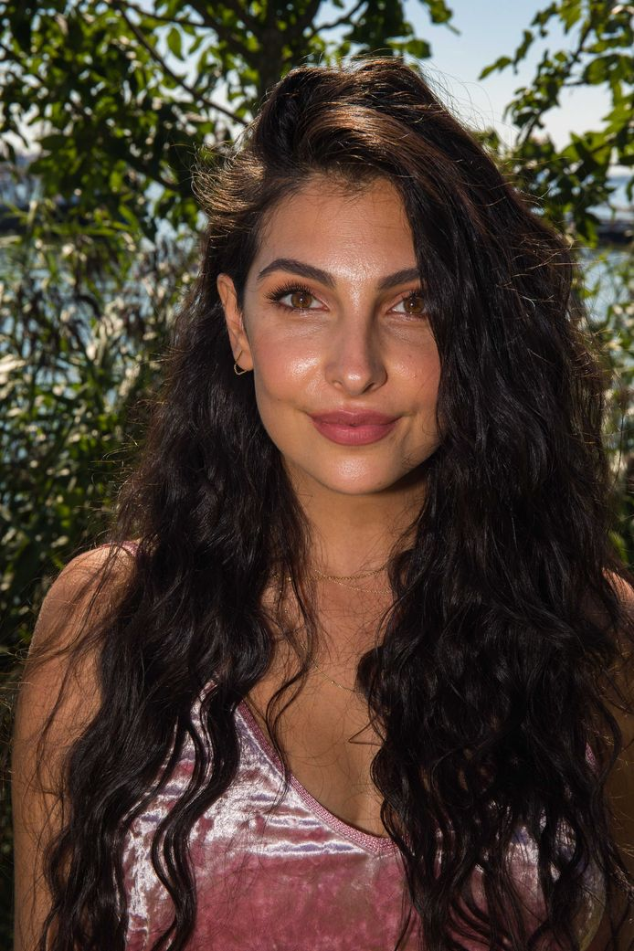 Vlogger Anna Nooshin.