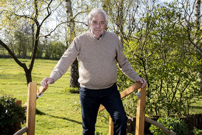 """Pelle Mug, oud-politicus (87) in Amsterdam en raadslid in Wierden. """"Ik heb een bewogen politiek leven gehad."""""""