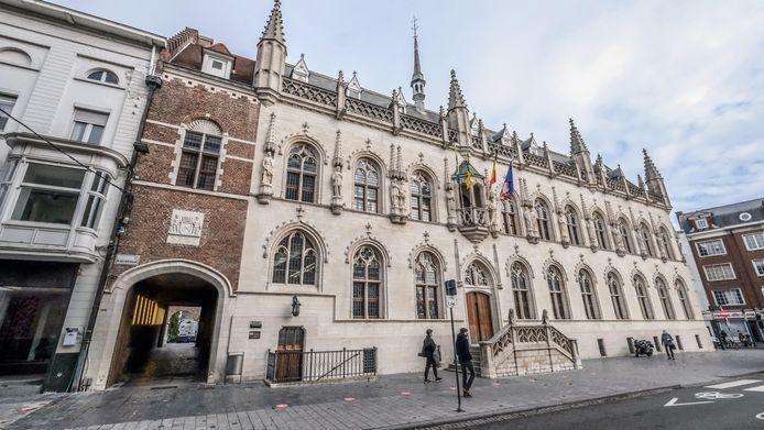 Er ligt nog veel werk op de plank in het stadhuis van Kortrijk. Illustratiebeeld
