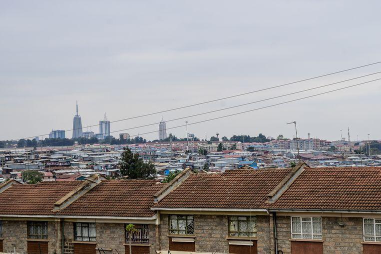 Zicht op Nairobi, op de voorgrond de uitgestrekte sloppenwijk Kibera. Beeld Gordwin Odhiambo