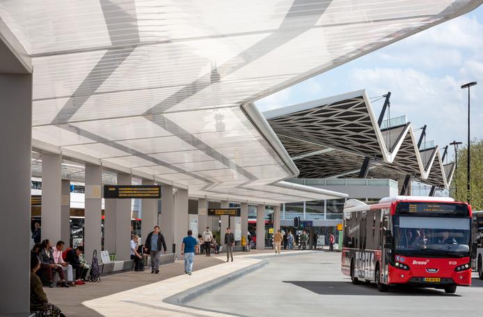 Het onlangs opgeleverde busstation, ook een ontwerp van cepezed.