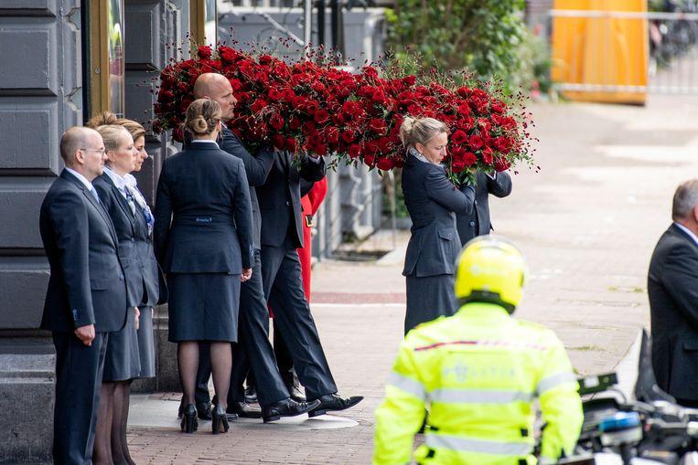 Familie, vrienden en collega's namen donderdag in theater Carré in Amsterdam afscheid van Peter R. de Vries.  Beeld Brunopress
