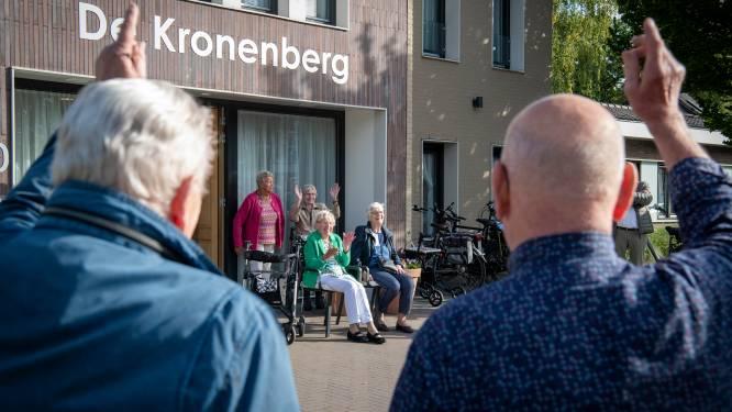 Serenade voor Truus (94), want mannenkoor in Apeldoorn koestert 'familie'