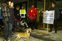 Zo'n acht jaar terug werd bij het gemeentehuis van Dalfsen geprotesteerd.