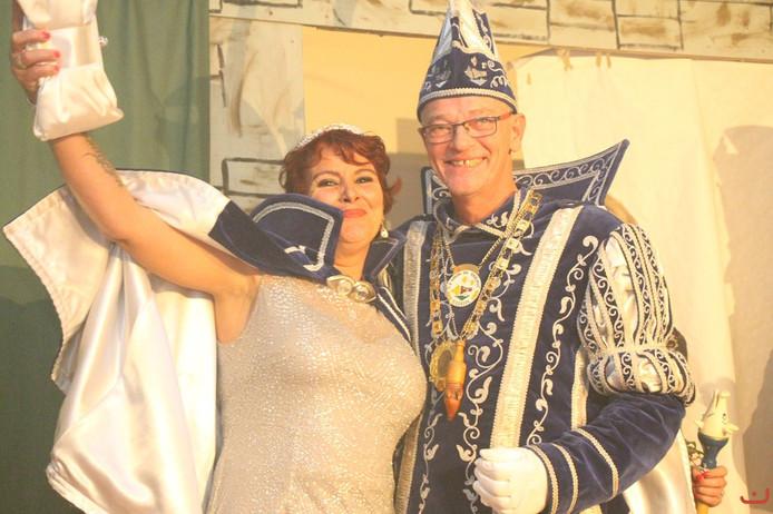 Prins Johnny de Eerste van carnavalsvereniging Knor en Knalpot uit Giesbeek.
