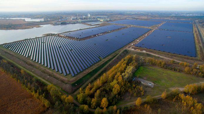 Zonnepark bij zinkfabriek Nyrstar in Budel-Dorplein.