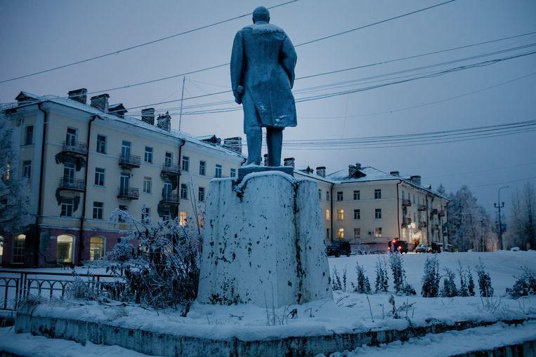 Een standbeeld van Lenin op het plein. Beeld Emile Ducke