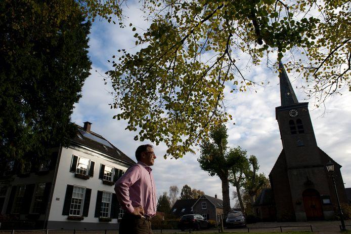 Rentmeester Frans van Lynden strijdt met zijn Stichting het Lijndensche Fonds voor de panden op het landgoed van Hemmen.
