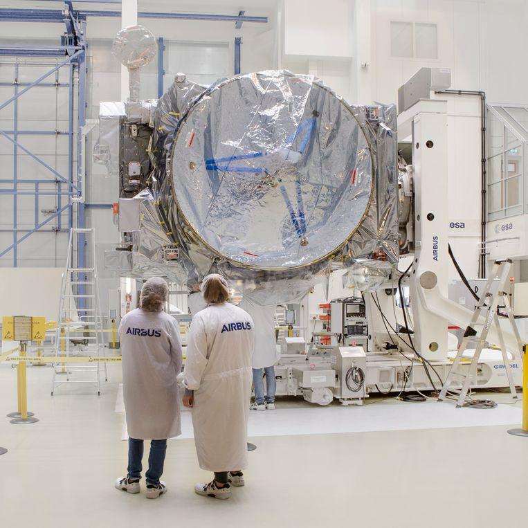 De Juice-sonde is veilig aangekomen in het Estec-centrum in Noordwijk. Beeld Pauline Niks