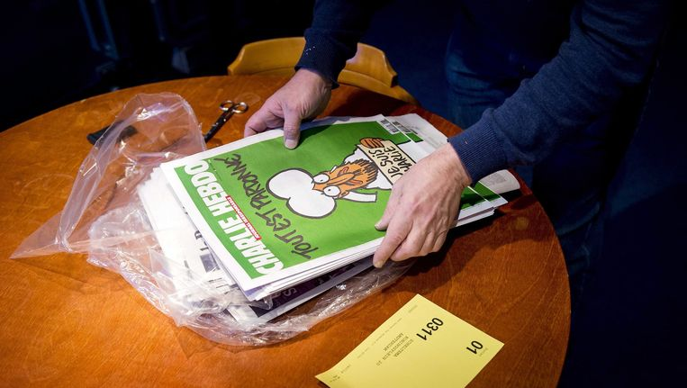 Exemplaren van Charlie Hebdo bij Scheltema in Amsterdam Beeld ANP