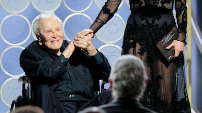 Kirk Douglas (101) reikt Golden Globe uit