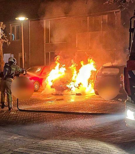 Auto volledig uitgebrand in Utrecht, politie gaat uit van brandstichting