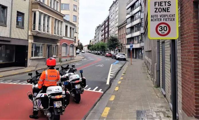Archiefbeeld van een politiecontrole in de fietszone, kant Rijselsestraat